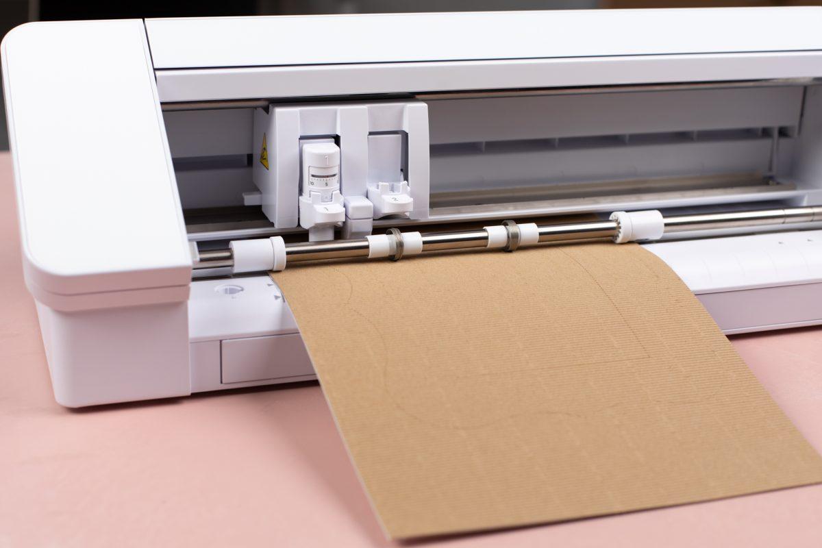 Taglio cartoncino corrugato adesivo Silhouette Creativamente